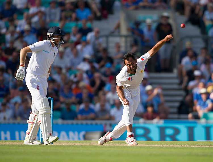 Pakistan's Wahab Riaz in action today <br /> <br /> Photographer Ashley Western/CameraSport<br /> <br /> International Cricket - 4th Investec Test - England v Pakistan - Day 3 - Saturday 13th August 2016 - The Oval - London<br /> <br /> World Copyright &copy; 2016 CameraSport. All rights reserved. 43 Linden Ave. Countesthorpe. Leicester. England. LE8 5PG - Tel: +44 (0) 116 277 4147 - admin@camerasport.com - www.camerasport.com