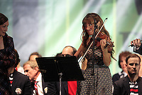Julie Fowlis and Nicola Benedetti on stage at the Closing Ceremony after Sunday's Singles Matches of the 39th Ryder Cup at Medinah Country Club, Chicago, Illinois 30th September 2012 (Photo Colum Watts/www.golffile.ie)