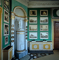 In the corner of Carl XIII's study, also know as the Green Cabinet, stands a small replica of a statue of Carl XIII by E.G. Goethe placed on top of a tiled stove. It was decorated as a print room by pasting coloured engravings directly on the wall