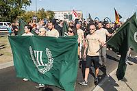 """Nazidemonstration in Frankfurt an der Oder.<br /> Ca. 120 Nazis aus Berlin und Brandenburg zogen am Samstag den 3. September 2016 mit einer Demonstration durch Frankfurt an der Oder. Angekuendigt war der Aufmarsch als grenzuebergreifende Demonstration von deutschen und polnischen Nazis gegen Islam und Fluechtlinge, es nahmen jedoch nur zwei Personen aus Polen teil.<br /> In Redebeitraegen und Parolen wurde gegen die """"Kriminalitaet aus Osteuropa"""" gehetzt und behauptet es faende eine """"gewollte Uberfremdung der deutschen Heimat durch Fluechtlinge"""" statt.<br /> Angefuehrt wurde die Demonstration von der Oderbruecke zum Bahnhof von der rechtsextremen Kleinstpartei """"Der 3. Weg"""". Des Weiteren nahmen Mitglieder von """"unabhaengigen Buergerinitiativen"""" gegen Fluechtlinge, der NPD, sog. Freien Kameradschaften und Mitgliedern der rechtsextremen Gruppe """"Die Identitaeren"""" teil.<br /> Einige Personen einer Gegendemonstration versuchten mit Sitzblockaden die rechtsextreme Demonstration zu verhindern, die Polizei fuehrte die Nazis jedoch an den Blockierern vorbei. Vereinzelt wurden Personen, die versuchten die Demonstrationsroute zu blockieren, von der Polizei mit Tritten und Schlagstockeinsatz von der Strasse vertrieben.<br /> 3.9.2016, Frankfurt an der Oder<br /> Copyright: Christian-Ditsch.de<br /> [Inhaltsveraendernde Manipulation des Fotos nur nach ausdruecklicher Genehmigung des Fotografen. Vereinbarungen ueber Abtretung von Persoenlichkeitsrechten/Model Release der abgebildeten Person/Personen liegen nicht vor. NO MODEL RELEASE! Nur fuer Redaktionelle Zwecke. Don't publish without copyright Christian-Ditsch.de, Veroeffentlichung nur mit Fotografennennung, sowie gegen Honorar, MwSt. und Beleg. Konto: I N G - D i B a, IBAN DE58500105175400192269, BIC INGDDEFFXXX, Kontakt: post@christian-ditsch.de<br /> Bei der Bearbeitung der Dateiinformationen darf die Urheberkennzeichnung in den EXIF- und  IPTC-Daten nicht entfernt werden, diese sind in digitalen Medien nach §95c UrhG rechtlic"""