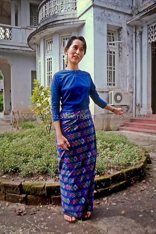 10/20/1996--Yangon, Myanmar Burmese democracy leader AUng San Suu Kyi speaking to reporters in the garden of her Rangoon home. ©2010 Stuart Isett. All rights reserved.