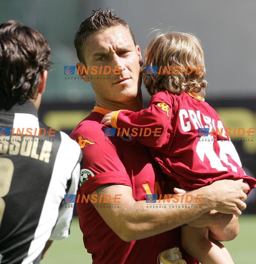 Roma 2/9/2007 Stadio Olimpico - Campionato Italiano Serie A. Matchday 2 - Roma Siena 3-0<br /> Francesco Totti con il figlio Cristian (Roma)<br /> Foto Andrea Staccioli Insidefoto