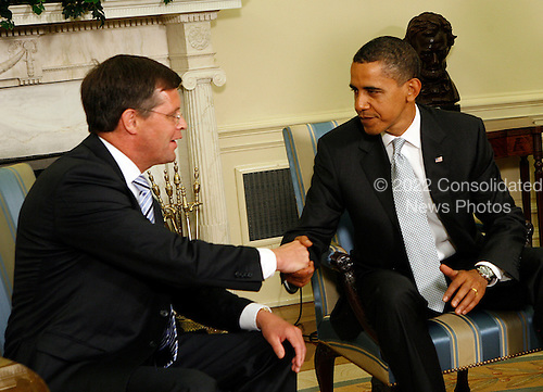 Washington, DC - July 14, 2009 -- United States President Barack Obama and Prime Minister Jan Peter Balkenende of the Netherlands shake hands after speaking to the press in the Oval Office of the White House, Washington, DC, Tuesday, July 14, 2009..Credit: Aude Guerrucci - Pool via CNP