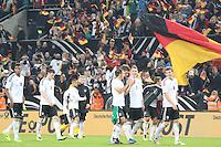 Philipp Lahm, Thomas Müller, Bastian Schweinsteiger und Toni Kroos feiern mit den Fans die WM-Qualifikation - WM Qualifikation 9. Spieltag Deutschland vs. Irland in Köln