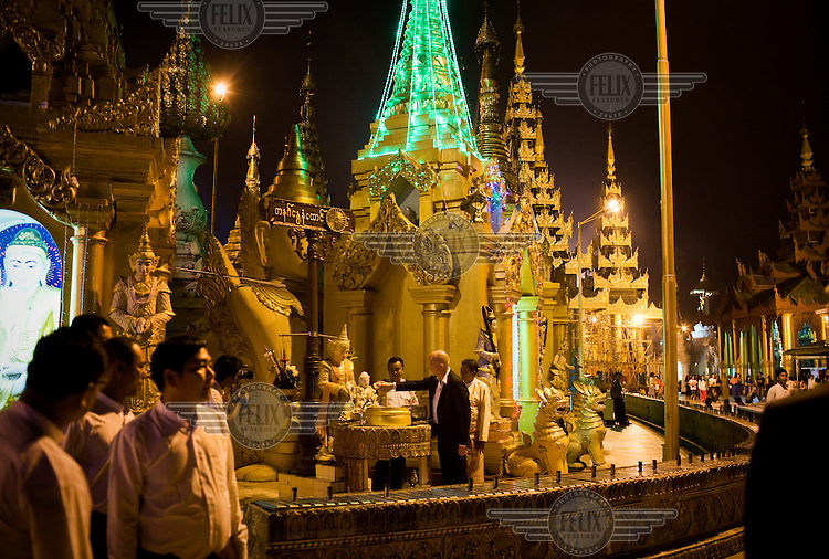 British Foreign Secretary (foreign minister) William Hague taking part at a ceremony on the grounds of the Shwedagon Pagoda (also known as the Great Dagon Pagoda) in Rangoon (Yangon). Hague is the first British foreign secretary to visit Burma since 1955. ..