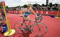 22 JUL 2007 - LONDON, UK - Hollie Avil - Corus Elite Triathlon Series. (PHOTO (C) NIGEL FARROW)