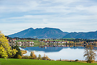 Germany, Bavaria, Upper Swabia, East-Allgaeu, Fuessen, district Hopfen at Hopfen Lake: at background Allgaeu Alps | Deutschland, Bayern, Oberschwaben, Ost-Allgaeu, Fuessen, Stadteil Hopfen am See: im Hintergrund die Allgaeuer Alpen