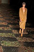 SAO PAULO, SP, 23 DE JANEIRO DE 2012 - SPFW DESFILE MARIA BONITA - Modelo durante desfile da grife Maria Bonita, no quinto dia da Sao Paulo Fashion Week (SPFW), colecao outono/inverno 2012, na Bienal do Ibirapuera na regiao sul da capital paulista neste domingo. (FOTO: VANESSA CARVALHO - NEWS FREE).
