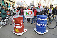 - Milano, Ottobre 2016, manifestazione in bicicletta dei Comitati per il No al Referendum Costituzionale<br />