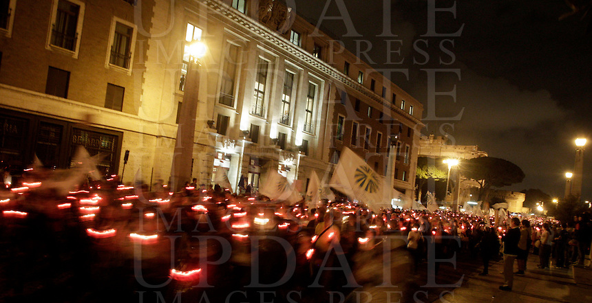 "Fedeli partecipano ad una fiaccolata verso Piazza San Pietro, nel cinquantesimo anniversario dell'apertura del Concilio Vaticano II e del ""Discorso alla Luna"", in Vaticano, 11 ottobre 2012..Faithful attend a torchlight procession to St. Peter's square, to mark the 50th anniversary of the opening of the Second Vatican Council and of the ""Speech to the Moon"", at the Vatican, 11 october 2012..UPDATE IMAGES PRESS/Riccardo De Luca"