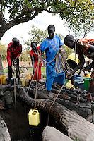 SOUTH-SUDAN Rumbek , village, Colocok,  Dinka women fetch water from well for irrigation of vegetable fields / SUED SUDAN, Rumbek,  Dorf Colocok, Dinka Frauen holen Wasser von einem Brunnen zur Bewaesserung von Gemuese Feldern