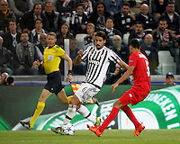 Calcio, Champions League: Gruppo D - Juventus vs Siviglia. Torino, Juventus Stadium, 30 settembre 2015. <br /> Juventus Sami Khedira, left, is challenged by Sevilla's Timothee Kolodziejczak during the Group D Champions League football match between Juventus and Sevilla at Turin's Juventus Stadium, 30 September 2015. <br /> UPDATE IMAGES PRESS/Isabella Bonotto
