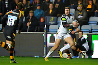 Matt Banahan of Bath Rugby goes on the attack. European Rugby Champions Cup match, between Wasps and Bath Rugby on December 13, 2015 at the Ricoh Arena in Coventry, England. Photo by: Patrick Khachfe / Onside Images