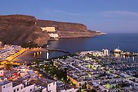 Spain, Gran Canaria, Puerto de Mogan: View over resort at dusk | Spanien, Gran Canaria, Puerto de Mogan: zur Abenddaemmerung