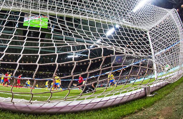 Solna 2013-11-19 Fotboll VM-kval Playoff , Sverige - Portugal :  <br /> Sverige Zlatan Ibrahimovic kvitterar till 1-1 bakom Portugal m&aring;lvakt goalkeeper Rui Patr&iacute;cio <br /> (Photo: Kenta J&ouml;nsson) Keywords:  Sweden Portugal jubel gl&auml;dje lycka glad happy