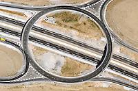 Kreisverkehr: EUROPA, SPANIEN, SEGOVIA 28.07.2003: Kreisverkehr, Autobahn, Autobahnauffahrt, Verkehr, Richtung, Symbol, Ader, Verkehrsader, Verkehrslenkung, Ampelfrei, Ampel, Fluss, Verkehrsfluss, . Luftbild, Luftansicht, Europa, Spanien, Segovia, Reise, reisen, rund, diagonal, Kennzeichnung, Strich, .c o p y r i g h t : A U F W I N D - L U F T B I L D E R . de.G e r t r u d - B a e u m e r - S t i e g  1 0 2,  .2 1 0 3 5  H a m b u r g ,  G e r m a n y.P h o n e  + 4 9  (0) 1 7 1 - 6 8 6 6 0 6 9 .E m a i l      H w e i 1 @ a o l . c o m.w w w . a u f w i n d - l u f t b i l d e r . d e.K o n t o : P o s t b a n k    H a m b u r g .B l z : 2 0 0 1 0 0 2 0  .K o n t o : 5 8 3 6 5 7 2 0 9.C  o p y r i g h t   n u r   f u e r   j o u r n a l i s t i s c h  Z w e c k e, keine  P e r s o e n  l i c h ke i t s r e c h t e   v o r  h a n d e n,  V e r o e f f e n t l i c h u n g  n u r    m i t  H o n o r a  n a c h  MFM, N a m e n s n e n n u n g und B e l e g e x e m p l a r !...