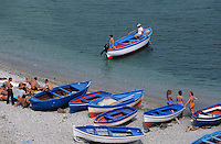 Europe/Italie/Côte Amalfitaine/Campagnie/Cetara : Plage et ses barques de pêcheurs