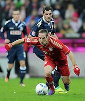 FUSSBALL   1. BUNDESLIGA  SAISON 2011/2012   17. Spieltag   16.12.2011 FC Bayern Muenchen - 1. FC Koeln        Franck Ribery (FC Bayern Muenchen) gegen Mato Jajalo (hinten, 1. FC Koeln)