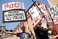 Verona: militanti di estrema destra appertenenti a casa Pound durante la manifestazione organizzata dalla Lega Nord per protestare contro l'IMU tassa introdotta dal Governo Monti.
