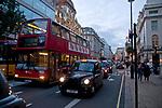 Londyn, 2009-10-23. Wieczór West End w Londynie