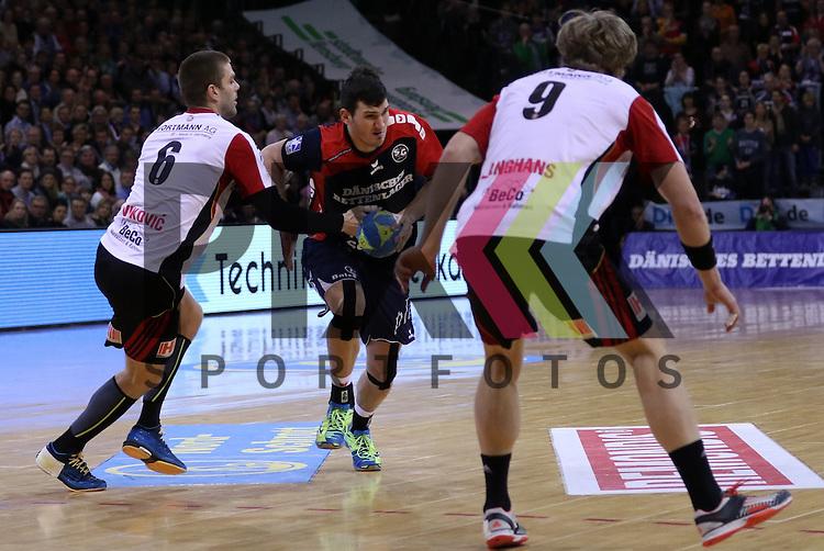 Flensburg, 25.02.15, Sport, Handball, DKB Bundesliga, 20. Spieltag, SG Flensburg-Handewitt - TuS N-L&uuml;bbecke : Drago Vukovic (TuS N-L&uuml;bbecke, #6), Dra&scaron;ko Nenadic (SG Flensburg-Handewitt, #5), Gabor Langhans (TuS N-L&uuml;bbecke, #9)<br /> <br /> Foto &copy; P-I-X.org *** Foto ist honorarpflichtig! *** Auf Anfrage in hoeherer Qualitaet/Aufloesung. Belegexemplar erbeten. Veroeffentlichung ausschliesslich fuer journalistisch-publizistische Zwecke. For editorial use only.