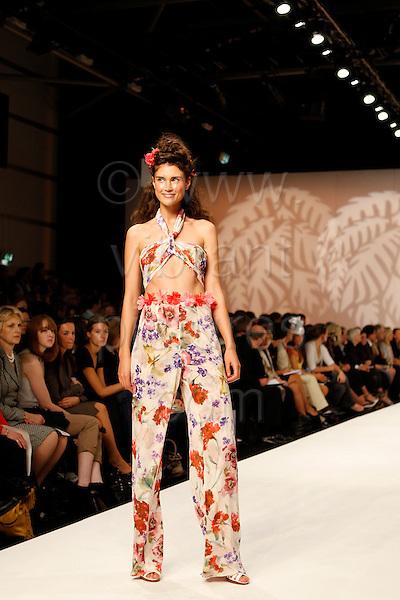 14-19 September 2008, London Fashion Week, Spring/Summer 2009 collection by Caroline Charles. Photo: Bettina Strenske
