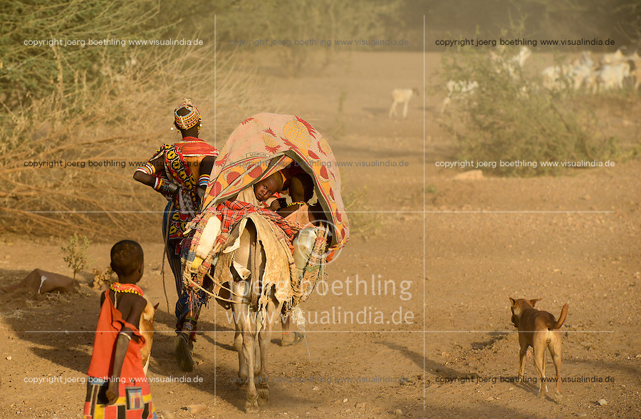 KENYA Marsabit, Samburu pastoral tribe, woman with children on donkey wander with their cattle in search for water and pasture / KENIA, Marsabit, Samburu Familie mit Eseln und Ziegenherde auf Wanderschaft