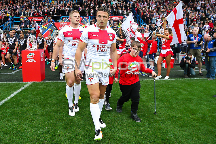 Picture by Alex Whitehead/SWpix.com - 29/10/16 - Rugby League - 2016 Ladbrokes Four Nations - England v New Zealand - The John Smith's Stadium, Huddersfield, England - England captain Sam Burgess leads his side out.
