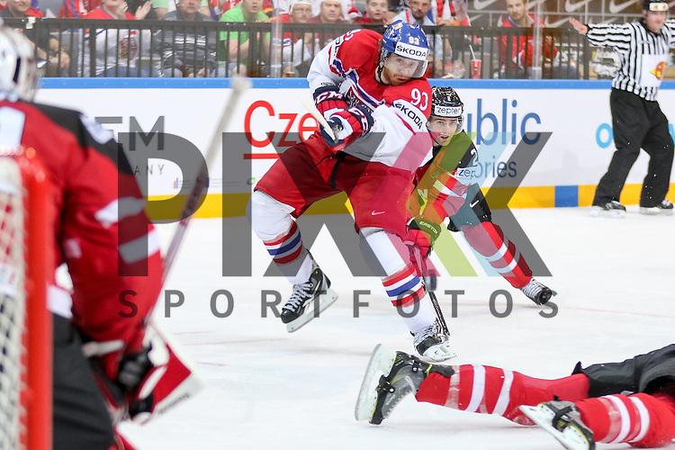 Tschechiens Voracek, Jakub (Nr.93)(Philadelphia Flyers) mit dem Schuss auf Canadas Smith, Mike (Nr.41)  im Spiel IIHF WC15 Canada vs. Czech Republic.<br /> <br /> Foto &copy; P-I-X.org *** Foto ist honorarpflichtig! *** Auf Anfrage in hoeherer Qualitaet/Aufloesung. Belegexemplar erbeten. Veroeffentlichung ausschliesslich fuer journalistisch-publizistische Zwecke. For editorial use only.