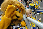 GER - Mannheim, Germany, September 23: The Rhein-Neckar Loewen mascot and a fan before the DKB Handball Bundesliga match between Rhein-Neckar Loewen (yellow) and TVB 1898 Stuttgart (white) on September 23, 2015 at SAP Arena in Mannheim, Germany.  im Spiel Rhein-Neckar Loewen - TVB 1898 Stuttgart.<br /> <br /> Foto &copy; PIX-Sportfotos *** Foto ist honorarpflichtig! *** Auf Anfrage in hoeherer Qualitaet/Aufloesung. Belegexemplar erbeten. Veroeffentlichung ausschliesslich fuer journalistisch-publizistische Zwecke. For editorial use only.