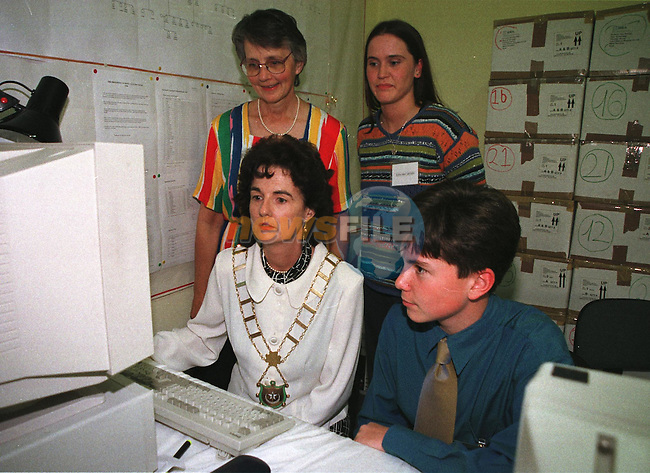 The Mayor Marie O'Brien Campbell being shown one of the slide shows by David Murphy and watched by Julie Byrne and Lisa McCarthy at the Boyne Reaserch Instuate..Pic Fran CAffrey / Newsfile
