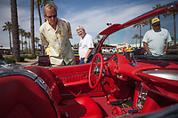 Display of classic cars in a mall in Scottsdale and Phoenix Arizona. Old cars. TEOE through each other's eyes.....<br /> Exhibici&oacute;n de autos cl&aacute;sicos en alg&uacute;n mall de Scottsdale y Phoenix Arizona. Autos viejos. TEOE. through each other's eyes...<br />  (Foto:Luis Gutierrez/NortePhoto.com)