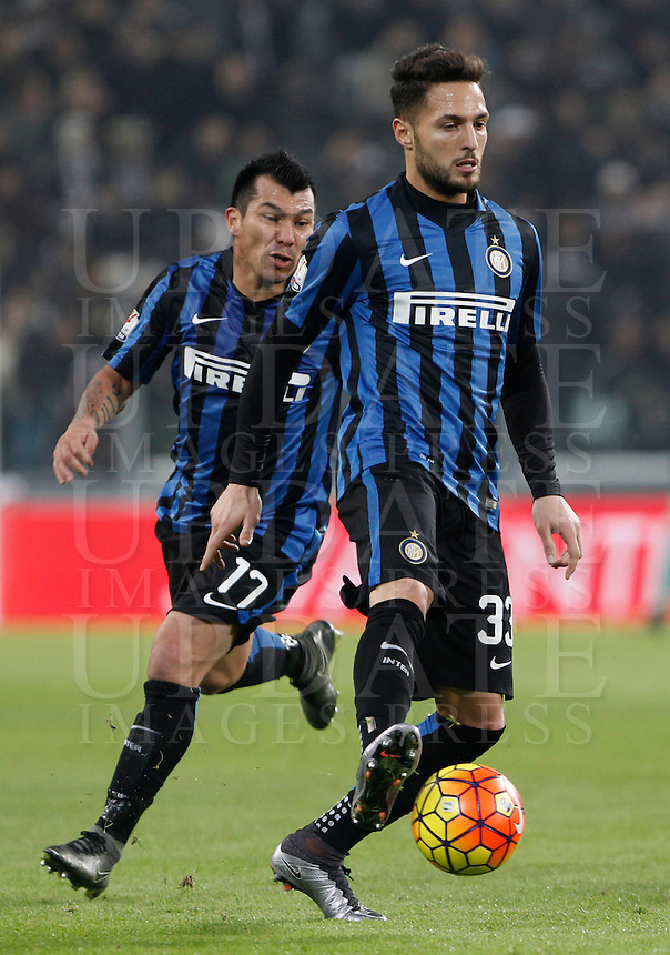 Calcio, semifinali di andata di Coppa Italia: Juventus vs Inter. Torino, Juventus Stadium, 27 gennaio 2016.<br /> FC Inter&rsquo;s Danilo D'Ambrosio, right, in action past his teammate Gary Medel during the Italian Cup semifinal first leg football match between Juventus and FC Inter at Juventus stadium, 27 January 2016.<br /> UPDATE IMAGES PRESS/Isabella Bonotto