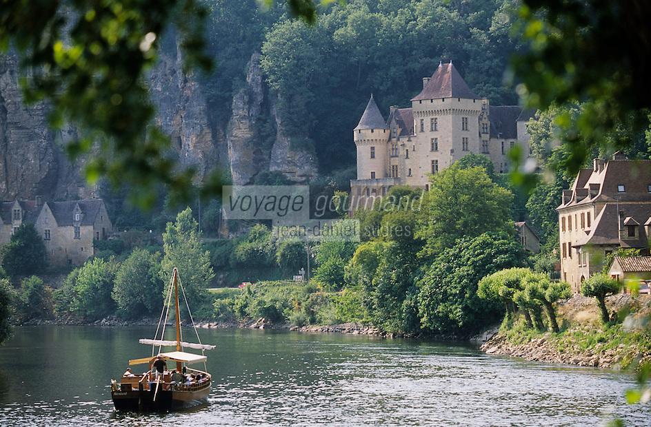 Europe/France/Aquitaine/24/Dordogne/Vallée de la Dordogne/Périgord/Périgord Noir/La Roque-Gageac: Gabarre sur la Dordogne et Château