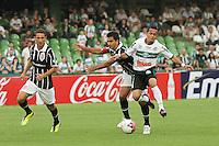 CURITIBA, PR, 25 DE JANEIRO 2011 – CORITIBA X CORINTHIANS-PR – Rafinha (d), do Coritiba, disputa a bola com Flávio, do Corinthians-PR, durante partida válida pela segunda rodada do Campeonato Paranaense 2012. O jogo aconteceu na noite de quarta-feira (25), no Estádio Couto Pereira, em Curitiba. <br />  (FOTO: ROBERTO DZIURA JR./ NEWS FREE)