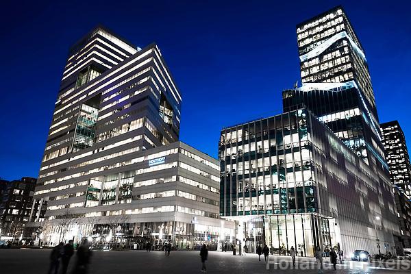 Nederland Amsterdam 2017. Hoogbouw aan de Zuidas. Het gebouw links is de Ito Toren, het gebouw rechts Vinoly.  Foto Berlinda van Dam / Hollandse Hoogte