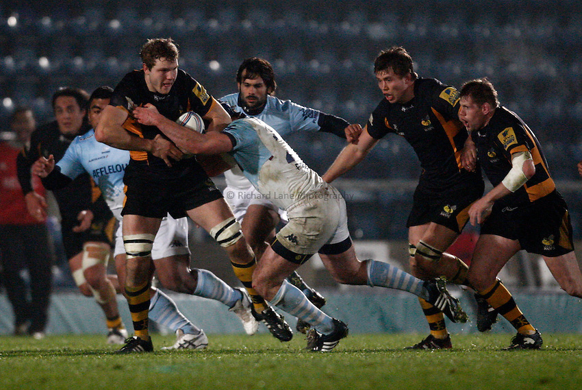 Photo: Richard Lane/Richard Lane Photography. London Wasps v Aviron Bayonne. Amlin Challenge Cup. 13/12/2012. Wasps' Joe Launchbury attacks.
