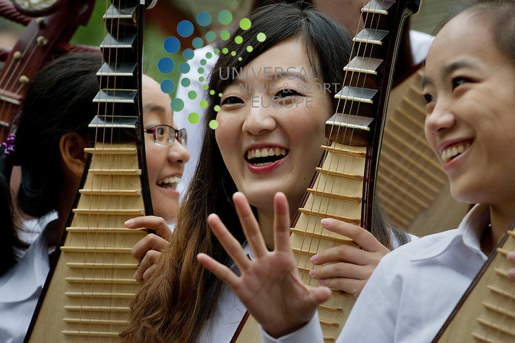 Peking University Orchestra play traditional Chinese instruments in the China themed garden at the Royal Botanic Garden's in Edinburgh ahead of a concert at the University of Edinburgh, Scotland, 10th September, 2012. pictured A performer streaches her fingers after playing her sting instrument..Picture:Scott Taylor Universal News And Sport (Europe) .All pictures must be credited to www.universalnewsandsport.com. (Office)0844 884 51 22.