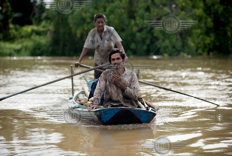 Fishermen in a boat on the Cenaku River.