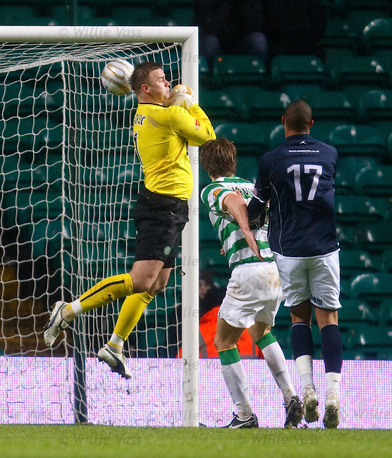 Artur Boruc almost costs Celtic the win in the 90th minute as he lets the ball slip through his grasp at a corner