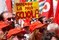 "Manifestazione sindacale in occasione dello sciopero contro la riforma della ""Buona Scuola"" a Roma, 5 maggio 2015.<br /> A protesters holds a sign reading 'I defend my school' during a demonstration on the occasion of the strike summoned by unions against the government's school reform, in Rome, 5 May 2015.<br /> UPDATE IMAGES PRESS/Riccardo De Luca"