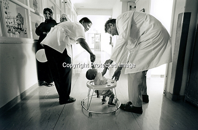 disiabu00020.Social Issues. Abuse. Professor Heinz Rode, the head of the Pediatric Department at the Red Cross ChildrenÕs Hospital communicatin with Baby Thsepang on February 11, 2002 in Cape Town, South Africa. He did the reconstructive surgery on Baby Thsepang. He is seen during his daily check on the progress of the baby..©Per-Anders Pettersson/iAfrika Photos...
