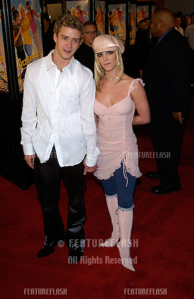 Pop star BRITNEY SPEARS & boyfriend *Nsync star JUSTIN TIMBERLAKE at the world premiere, in Hollywood, of her new movie Crossroads..11FEB2002.  © Paul Smith/Featureflash