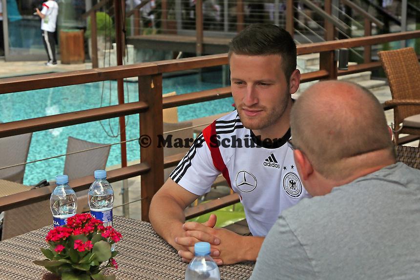 Skodran Mustafi im Interview - Media Day der Deutschen Nationalmannschaft zur WM-Vorbereitung in St. Martin