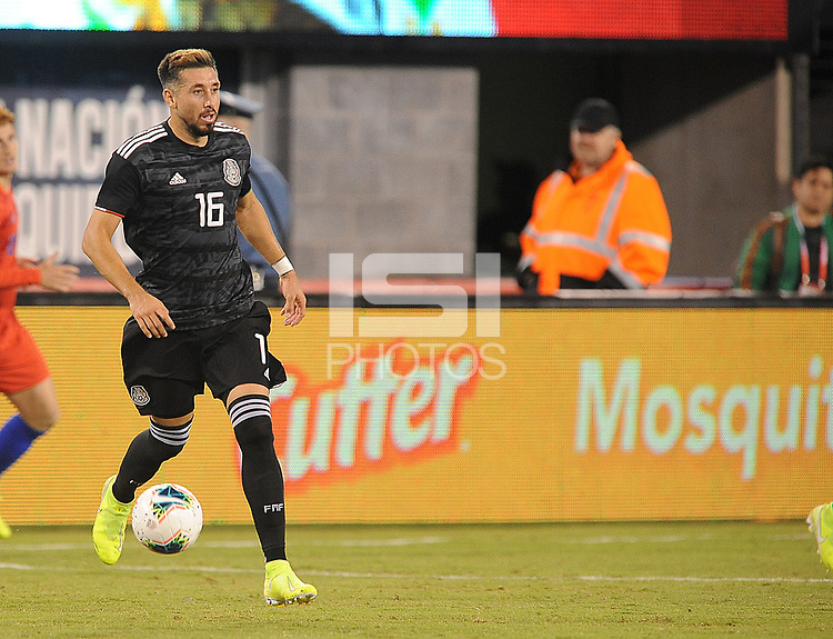 EAST RUTHERFORD, NJ - SEPTEMBER 7: Hector Herrera #16 of Mexico kicks the ball during a game between Mexico and USMNT at MetLife Stadium on September 6, 2019 in East Rutherford, New Jersey.