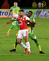 BOGOTA - COLOMBIA - 17 - 03 - 2018: Brayan Fernandez (Izq.) jugador de Independiente Santa Fe, disputa el balón con Carlos Ramirez (Der.) jugador de Atletico Huila, durante partido de la fecha 9 entre Independiente Santa Fe y Atletico Huila, por la Liga Aguila I 2018, en el estadio Nemesio Camacho El Campin de la ciudad de Bogota. / Brayan Fernandez (Izq.) player of Independiente Santa Fe struggles for the ball with Carlos Ramirez (R) player of Atletico Huila, during a match of the 9th date between Independiente Santa Fe and Atletico Huila, for the Liga Aguila I 2018 at the Nemesio Camacho El Campin Stadium in Bogota city, Photo: VizzorImage / Luis Ramirez / Staff.