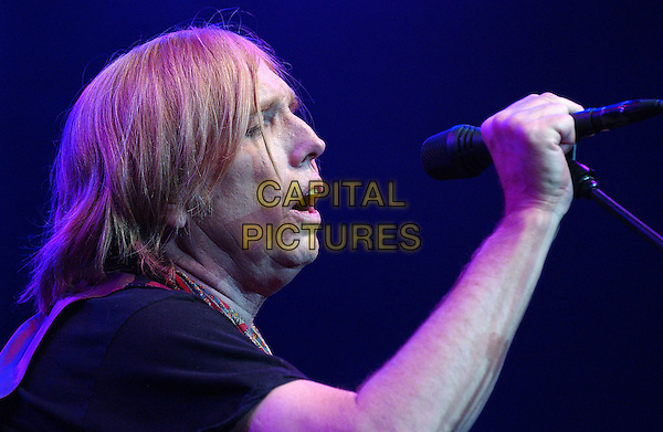 TOM PETTY of the band TOM PETTY & THE HEARTBREAKERS .Live in Concert during  a tour stop at the Post-Gazette Pavilion, Pittsburgh, PA, USA, June 15, 2005..portarit headshot gig.Ref: ADM.www.capitalpictures.com.sales@capitalpictures.com.©Jason Nelson/AdMedia/Capital Pictures.