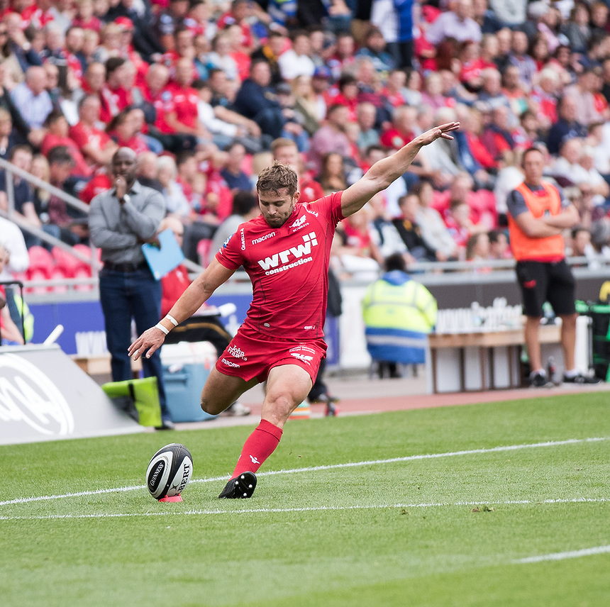 Scarlets' Leigh Halfpenny converts<br /> <br /> Photographer Simon King/CameraSport<br /> <br /> Guinness Pro14 Round 1 - Scarlets v Southern Kings - Saturday 2nd September 2017 - Parc y Scarlets - Llanelli, Wales<br /> <br /> World Copyright &copy; 2017 CameraSport. All rights reserved. 43 Linden Ave. Countesthorpe. Leicester. England. LE8 5PG - Tel: +44 (0) 116 277 4147 - admin@camerasport.com - www.camerasport.com
