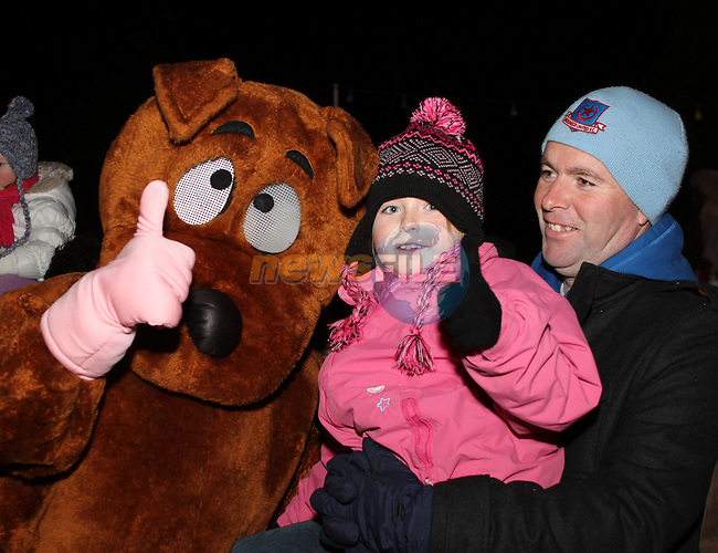 Rebecca and Gary Kelly at the Arrival of Santa and the turning on of the Christmas Lights in Dunleer...(Photo credit should read Jenny Matthews www.newsfile.ie)....This Picture has been sent you under the conditions enclosed by:.Newsfile Ltd..The Studio,.Millmount Abbey,.Drogheda,.Co Meath..Ireland..Tel: +353(0)41-9871240.Fax: +353(0)41-9871260.GSM: +353(0)86-2500958.email: pictures@newsfile.ie.www.newsfile.ie.