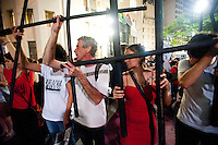 SÃO PAULO,SP, 02.10.2015 - PROTESTO-SP - Integrantes de movimentos sociais realizam ato em memória aos 111 mortos no massacre do Candiru, que completa 23 anos nesta sexta-feira (2). A manifestação teve início na Faculdade de Direito da USP, no Largo de São Francisco, região central da cidade de São Paulo, onde acontece o I Seminário Internacional de Pesquisa em Prisão. (Foto: Gabriel Soares/Brazil Photo Press)